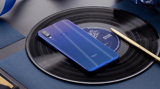 Xiaomi Redmi Note 7распродают сценным подарком— браслетом MiBand 2